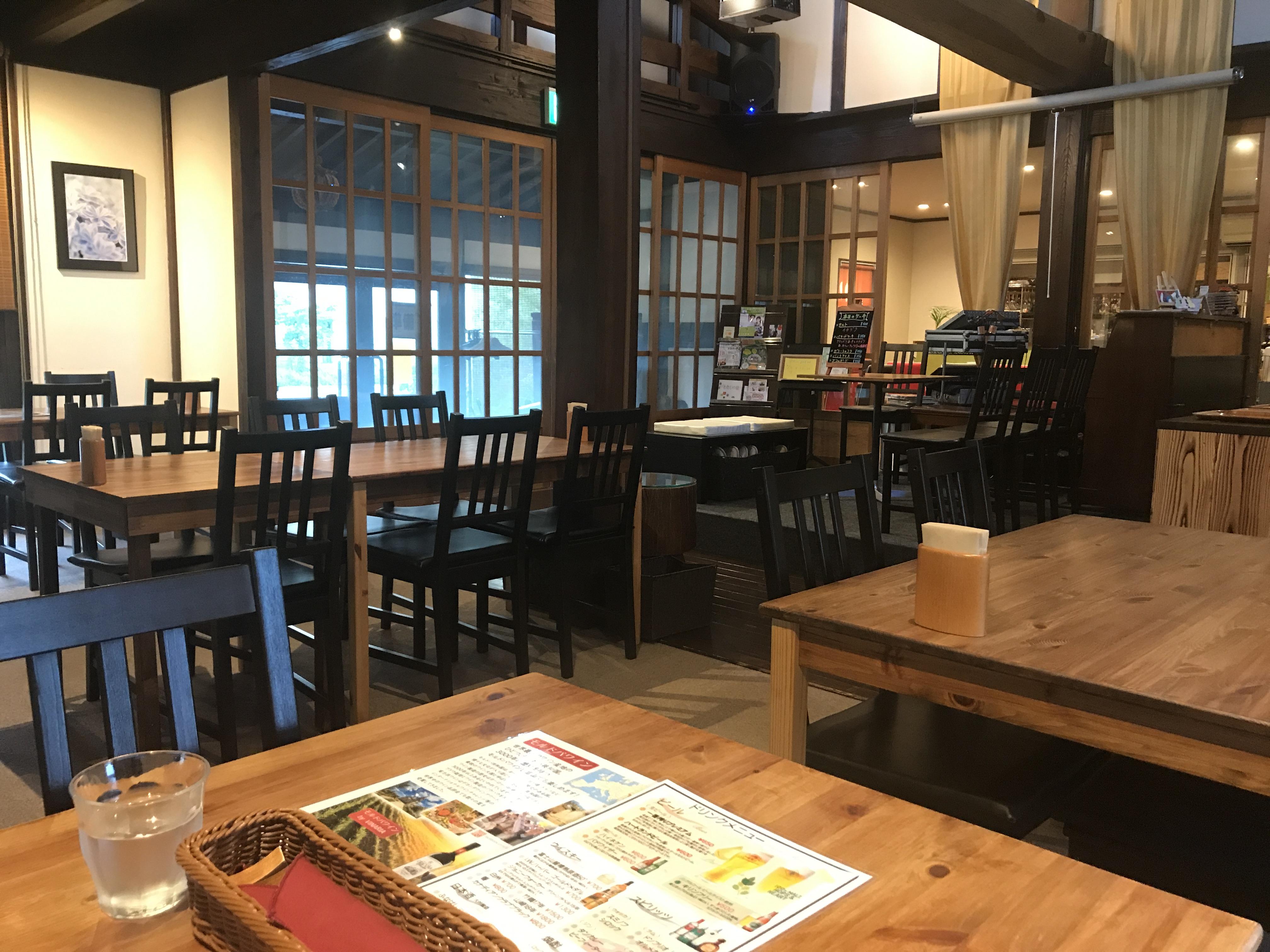 森の茶屋糧店内2
