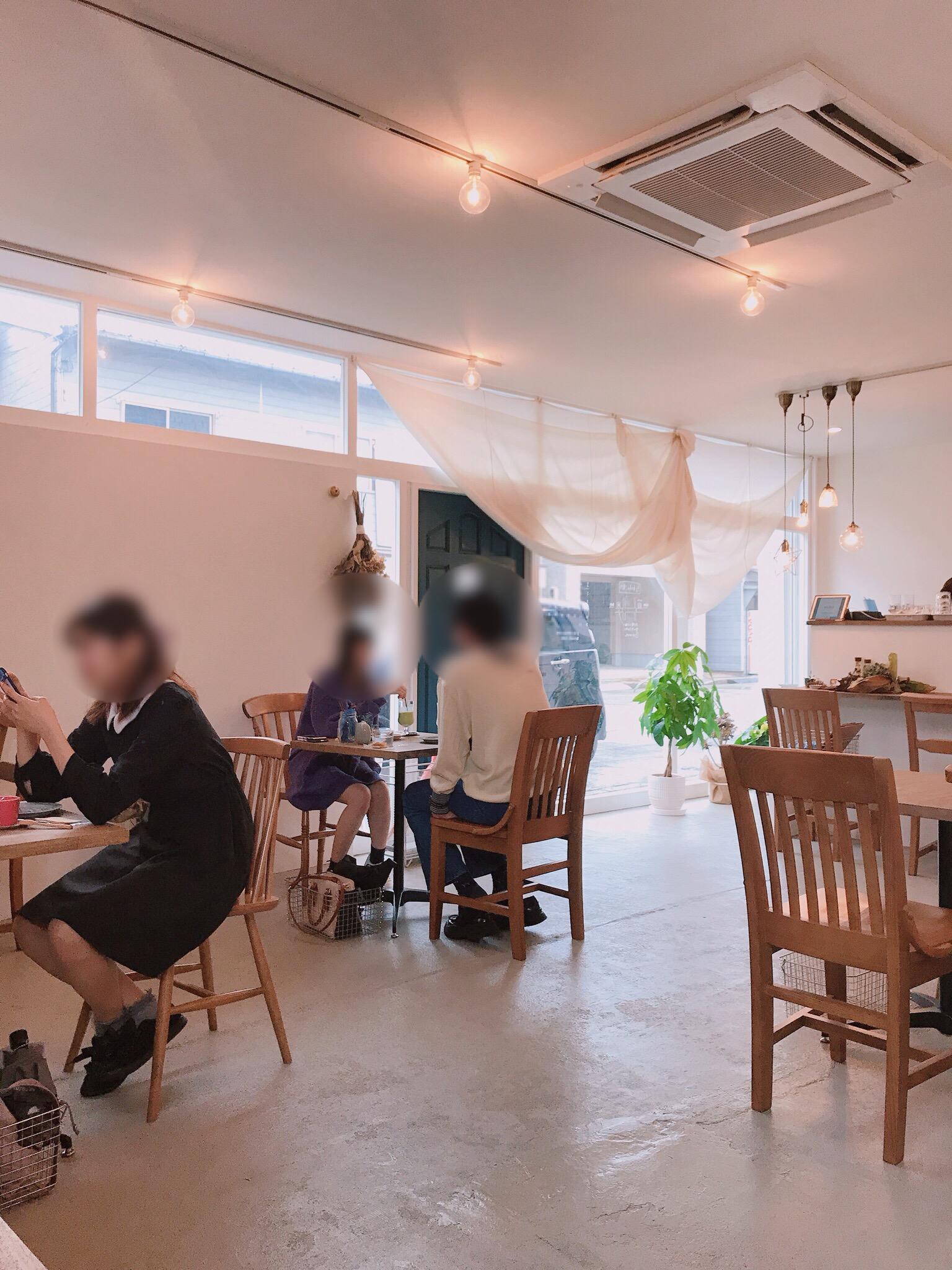 cafe amitie店内2