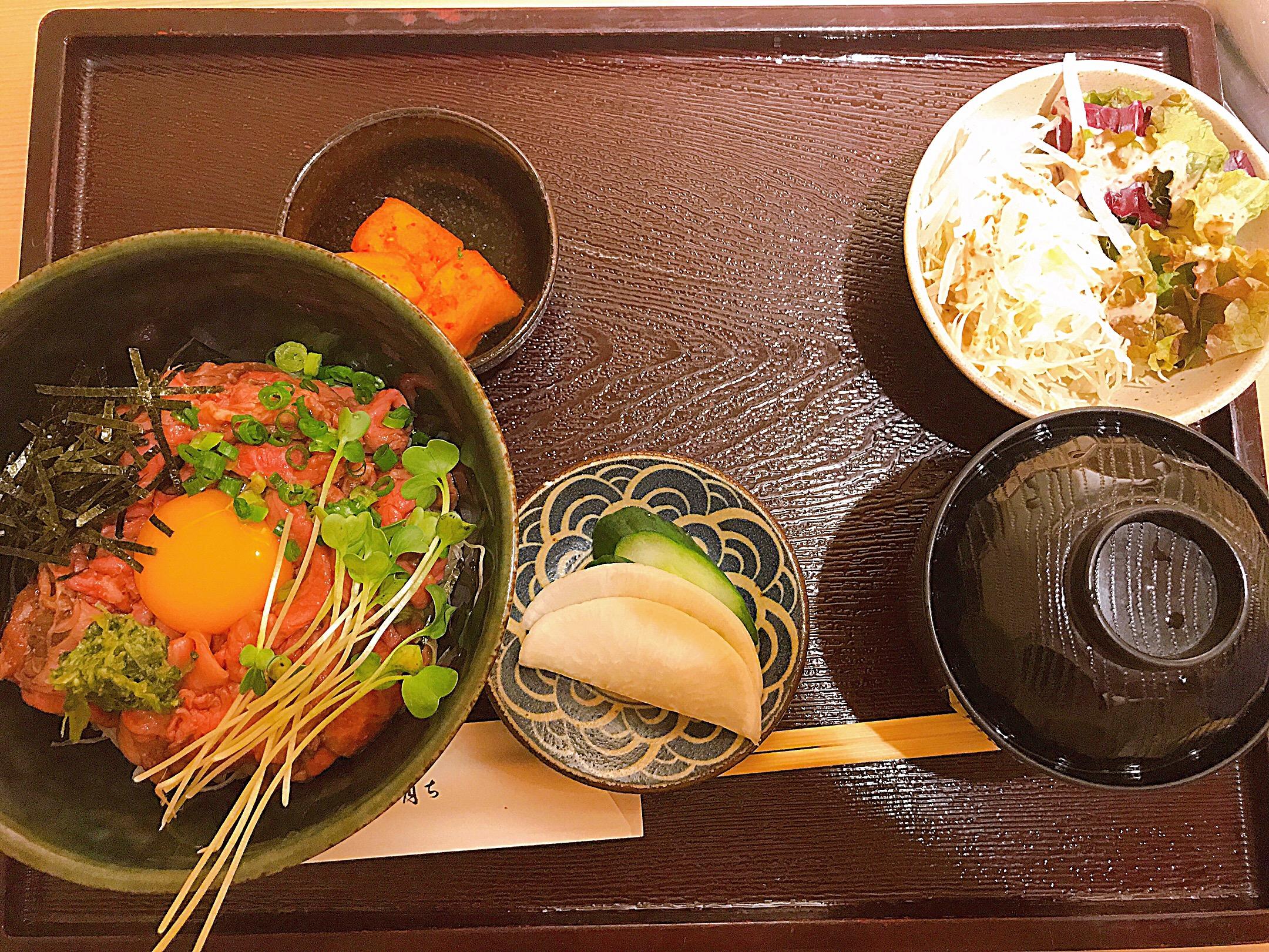 富山育ちローストビーフ丼1