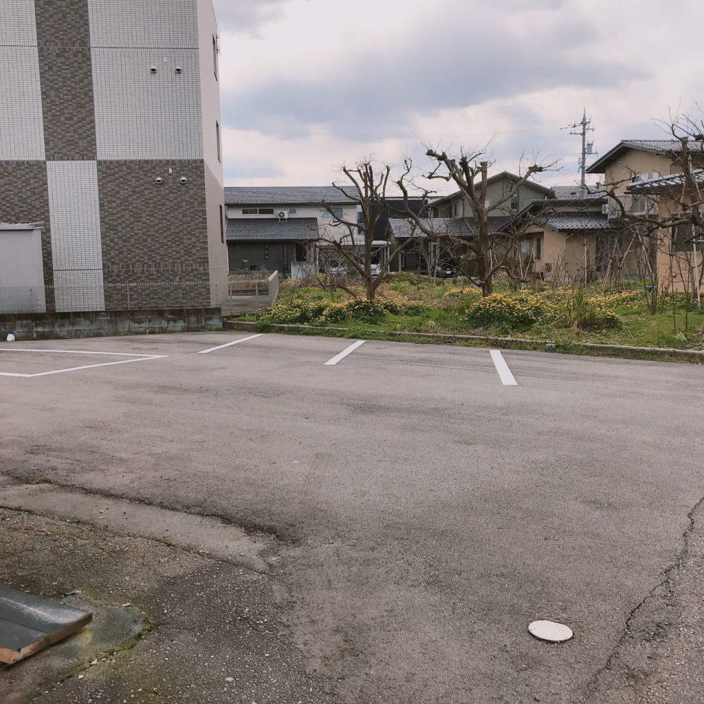 やきにく家駐車場